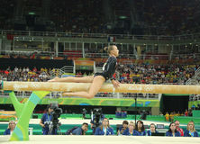 荷兰的奥林匹克冠军Sanne Wevers竞争在平衡木妇女的艺术性的体操的决赛 图库摄影