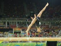 荷兰的奥林匹克冠军Sanne Wevers竞争在平衡木妇女的艺术性的体操的决赛 免版税图库摄影