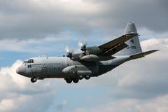 荷兰皇家空军Koninklijke Luchtmacht洛克希德C-130H赫拉克勒斯军事运输从336分谴舰队的航空器G-988 库存图片