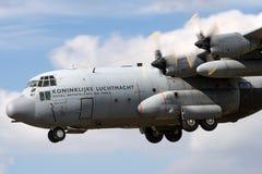 荷兰皇家空军Koninklijke Luchtmacht洛克希德C-130H赫拉克勒斯军事运输从336分谴舰队的航空器G-988 免版税库存图片