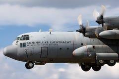 荷兰皇家空军Koninklijke Luchtmacht洛克希德C-130H赫拉克勒斯军事运输从336分谴舰队的航空器G-988 免版税图库摄影