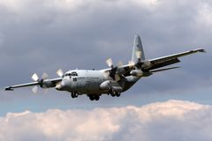 荷兰皇家空军Koninklijke Luchtmacht洛克希德C-130H赫拉克勒斯军事运输从336分谴舰队的航空器G-988 库存照片