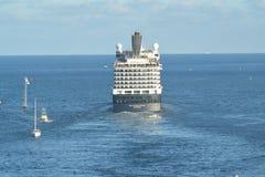 荷兰美国船Nieuw阿姆斯特丹离去的劳德代尔堡FL 免版税库存照片