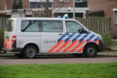 荷兰警车在一条街道上停放了在Nieuwerkerk aan小室IJssel在荷兰 免版税库存图片