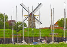 荷兰语风车和小船 图库摄影