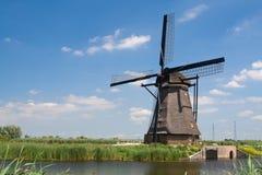 荷兰语kinderdijk传统风车 免版税库存照片