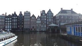 荷兰首都和典型的房子河的 库存照片