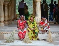 莎丽服的妇女在琥珀色的堡垒在斋浦尔,印度 库存图片