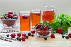 莓、草莓和蓝莓蜜饯  免版税库存照片
