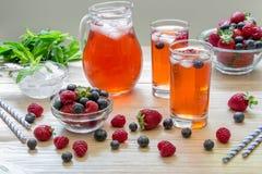 莓、草莓和蓝莓蜜饯  免版税图库摄影
