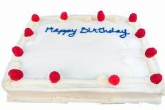 莓与白色结霜的生日蛋糕被隔绝的 免版税库存图片