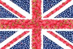 从莓和无核小葡萄干的莓果的英国国旗 图库摄影