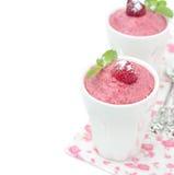 莓奶油甜点用薄菏,被隔绝的莓 库存图片