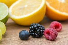 莓果、桔子和石灰 免版税库存图片