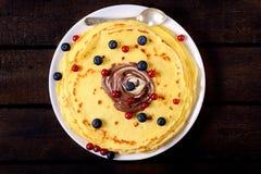 莓果薄煎饼 图库摄影
