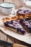 莓果饼分层堆积用乳蛋糕 库存照片