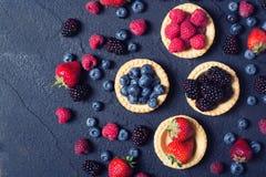 莓果:莓,蓝莓,黑莓, strawberrie 免版税库存图片