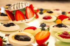 莓果Macaron沙漠 免版税库存照片