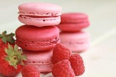 莓果macarons 免版税库存图片