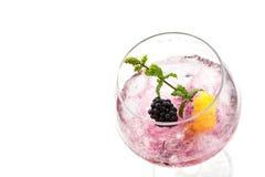 黑莓被隔绝的鸡尾酒饮料 免版税库存图片
