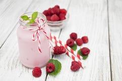 莓酸奶 免版税库存图片