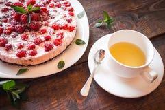 莓素食主义者点心和绿茶 库存照片