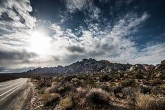 莫哈韦沙漠全国蜜饯花岗岩山 库存照片