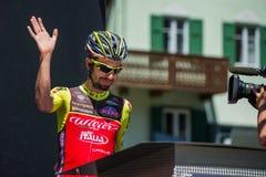 莫埃纳,意大利2017年5月25日:指挥台署名的专业骑自行车者在一个坚硬山阶段的离开前 图库摄影