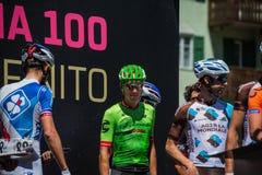 莫埃纳,意大利2017年5月25日:指挥台署名的专业骑自行车者 图库摄影