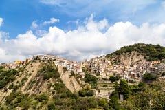 莫塔卡马斯特拉全景,一个村庄在离陶尔米纳不远的西西里岛 库存照片