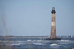 莫妮斯在愚蠢海滩sc附近的海岛灯塔 免版税库存图片