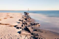 莫妮斯海岛灯塔在晴朗的早晨 库存图片