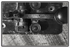 莫尔斯设备的特写镜头在黑色和丝毫的 库存图片