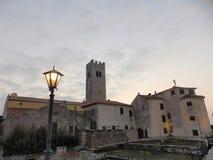 莫托文Montona,从镇` s墙壁的看法在日落 免版税库存照片