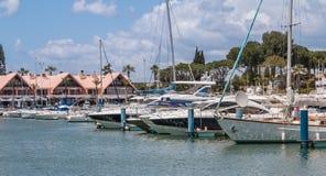 莫拉镇豪华小游艇船坞的看法  库存照片