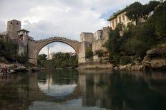 莫斯塔尔桥梁,波黑全景  库存照片