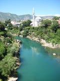 莫斯塔尔河和清真寺 免版税图库摄影