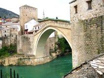 莫斯塔尔-从另一个角度的老桥梁 免版税库存照片