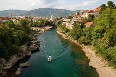 莫斯塔尔-老桥梁和内雷特瓦河河,波黑 免版税图库摄影