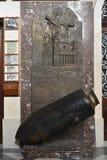 """莫斯塔,马耳他†""""2016年1月28日 二战炸弹复制品在圣玛丽亚教区教堂里在莫斯塔,马耳他 库存照片"""