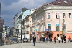 莫斯科、俄罗斯, 4月, 03, 2016年, Myasnitskaya街道的交叉点和Chistoprudny大道 建筑学- hou的纪念碑 库存照片