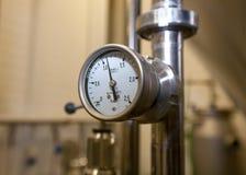 莫斯科俄国 2018年2月07日:白合金-酿造设备压力表测压器  图库摄影