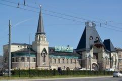莫斯科俄国 雅罗斯拉夫尔市驻地夏天下午 Komsomolskaya广场, 5 俄国文本-雅罗斯拉夫尔市驻地 图库摄影