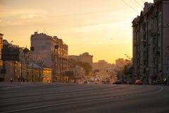 莫斯科俄国 Sadovaya Spasskaya街道,庭院圆环在日落的Sadovoe圆环 免版税库存图片