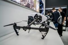 莫斯科俄罗斯:2017年4月01日- DJI Quadcopter打开c的寄生虫商店 库存照片