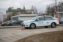 莫斯科俄罗斯- 4月07日 2018年:福特俄国高速公路巡逻的焦点汽车在城市街道的 库存图片