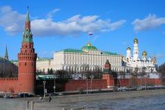莫斯科克里姆林宫全景在一个晴天。 免版税库存照片