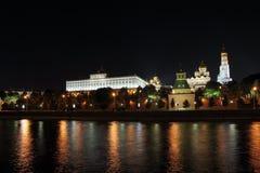 莫斯科克里姆林宫在晚上。 图库摄影