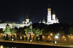 莫斯科克里姆林宫晚上场面 免版税库存图片