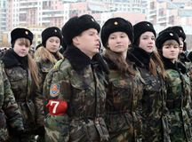 莫斯科军校学生的军校学生教育没有 1721为11月7日的游行做准备在红场 库存照片